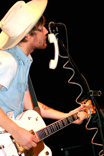 Luke Doucet Live Photos